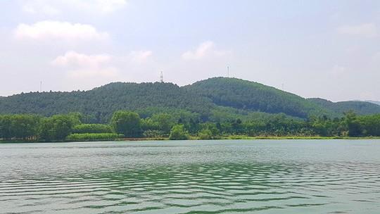 Ngắm cảnh đẹp miên man dòng sông Hương từ thuyền rồng - Ảnh 9.