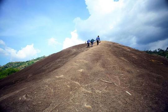 Lên Đắk Lắk nhớ nghe giai thoại về hòn đá nuốt người - Ảnh 9.