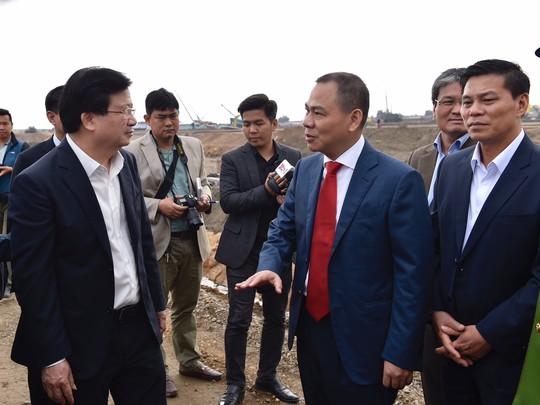 Phó Thủ tướng mong sớm có ô tô Vinfast cạnh tranh với xe nhập khẩu - Ảnh 2.