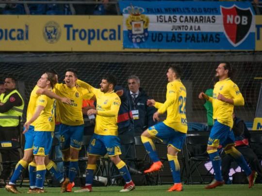 Trọng tài tước chiến thắng của Barcelona, quyết cứu La Liga - Ảnh 6.