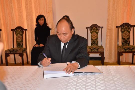 Lãnh đạo Đảng, Chính phủ, Quốc hội viếng nguyên Thủ tướng Phan Văn Khải - Ảnh 3.
