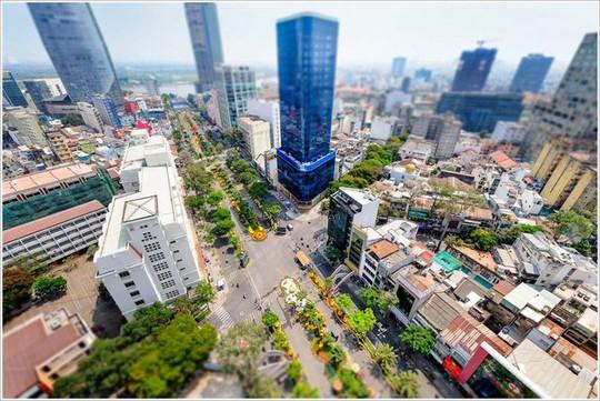 Giá văn phòng cho thuê ở TP HCM đắt gấp đôi Hà Nội - Ảnh 1.