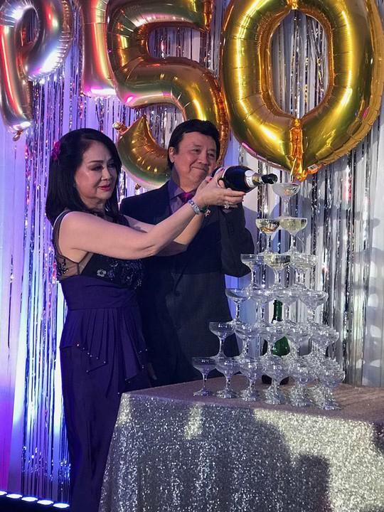 Nghệ sĩ chung vui đám cưới vàng của danh hài Bảo Quốc - Ảnh 6.