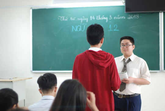 Một ngày học sinh làm... giáo viên - Ảnh 2.