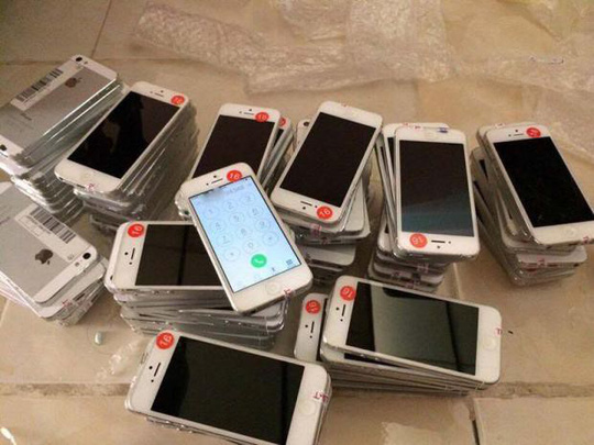 iPhone lock hết thời tại Việt Nam, bán tháo chẳng ai mua - Ảnh 1.