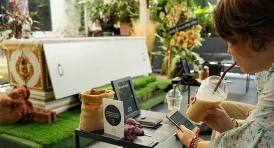 Quán cà phê cho khách thử làm người chết ở Bangkok - Ảnh 7.