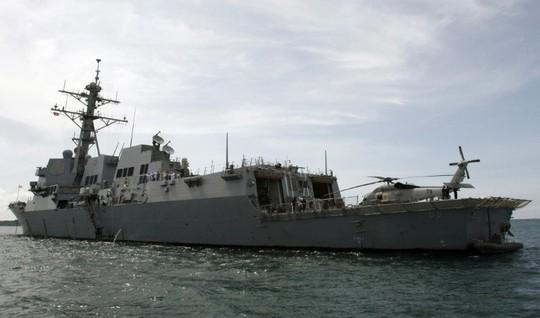 Tàu chiến Mỹ áp sát đảo nhân tạo Trung Quốc xây phi pháp - Ảnh 1.