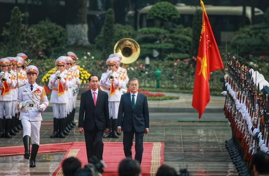 Cận cảnh lễ đón Tổng thống Hàn Quốc Moon Jae In - Ảnh 2.