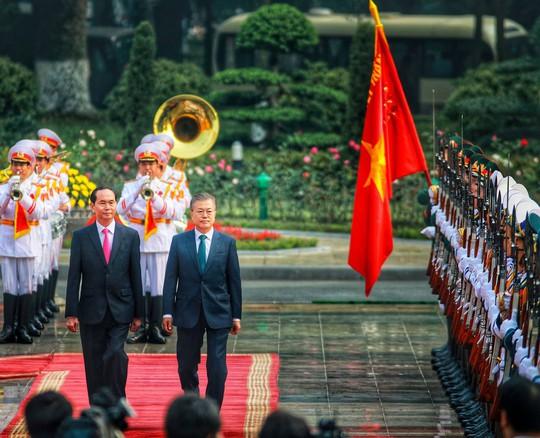 Cận cảnh lễ đón Tổng thống Hàn Quốc Moon Jae In - Ảnh 3.