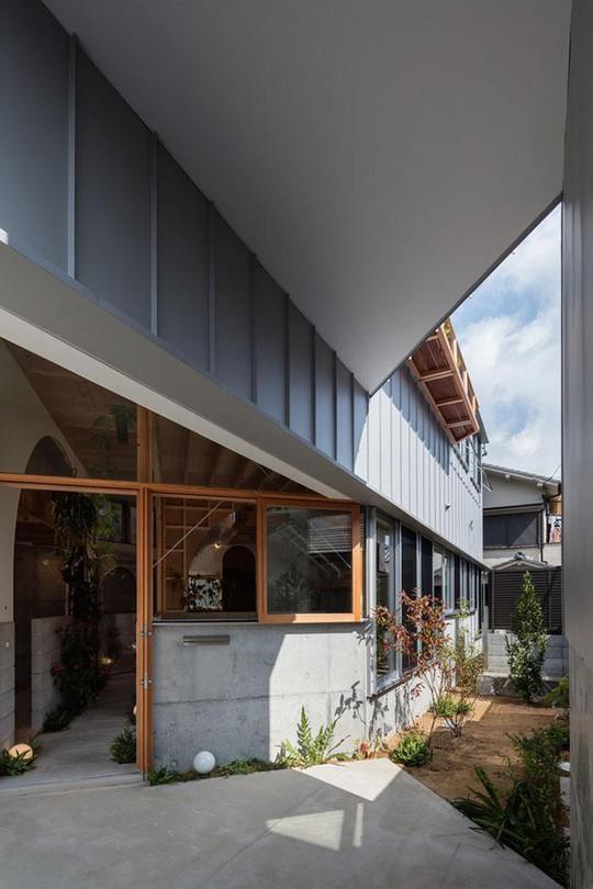 Nhà 2 tầng gây xôn xao giới kiến trúc vì thiết kế... lạ - Ảnh 18.