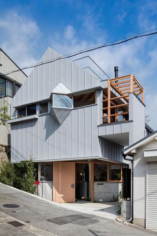 Nhà 2 tầng gây xôn xao giới kiến trúc vì thiết kế... lạ - Ảnh 2.