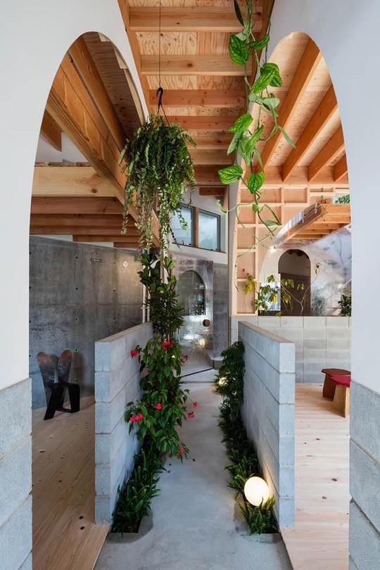Nhà 2 tầng gây xôn xao giới kiến trúc vì thiết kế... lạ - Ảnh 4.