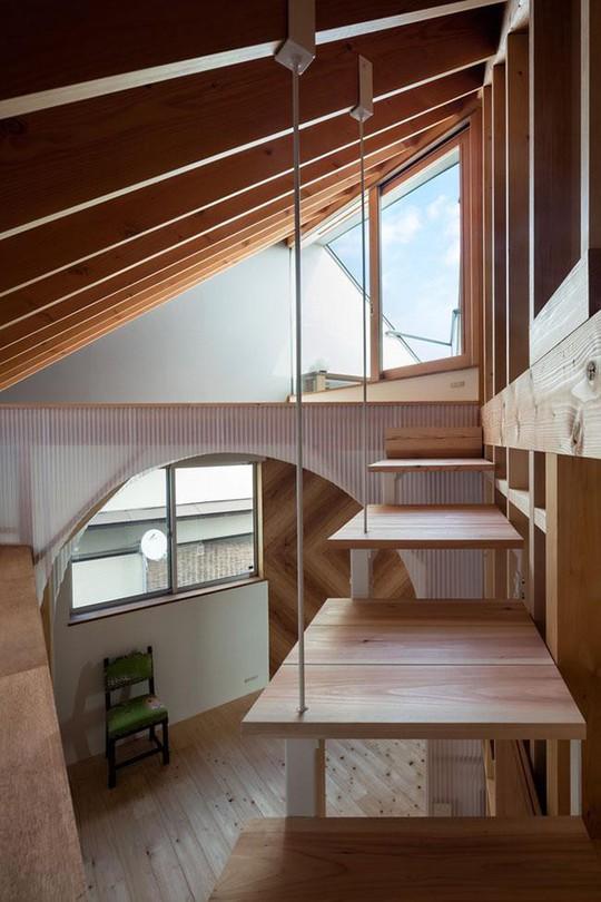 Nhà 2 tầng gây xôn xao giới kiến trúc vì thiết kế... lạ - Ảnh 8.