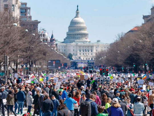 """Hàng trăm ngàn người """"biểu tình vì mạng sống"""", phản đối chính phủ Mỹ - Ảnh 1."""