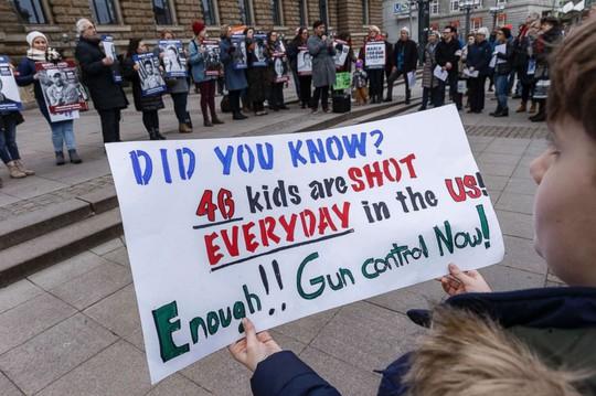 """Hàng trăm ngàn người """"biểu tình vì mạng sống"""", phản đối chính phủ Mỹ - Ảnh 2."""