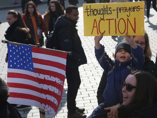 """Hàng trăm ngàn người """"biểu tình vì mạng sống"""", phản đối chính phủ Mỹ - Ảnh 7."""