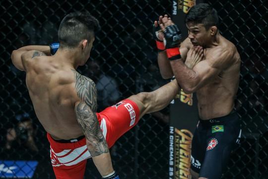 Martin Nguyễn lỡ chiếc cúp thứ 3 của MMA - Ảnh 1.