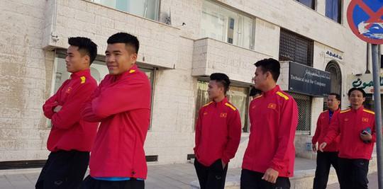 Qua buổi tập đầu tiên tại Jordan, tuyển Việt Nam đã sẵn sàng - Ảnh 1.