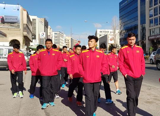 Qua buổi tập đầu tiên tại Jordan, tuyển Việt Nam đã sẵn sàng - Ảnh 2.