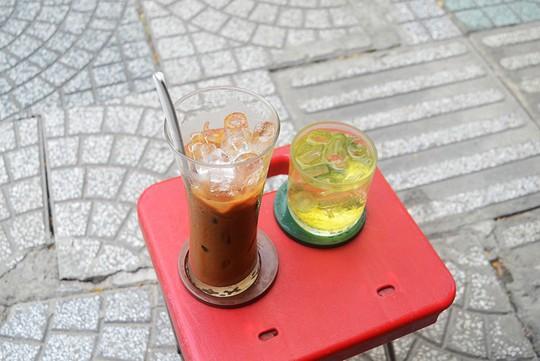 5 địa chỉ cho người thích uống cà phê vào sáng sớm ở Sài Gòn - Ảnh 6.