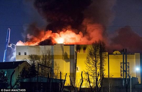 Nga: Cháy trung tâm mua sắm, 53 người thiệt mạng - Ảnh 1.