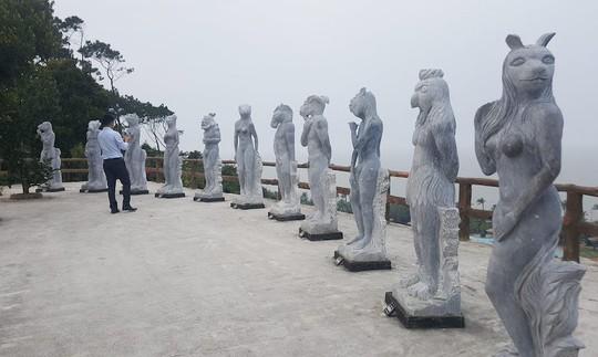 Bật cười với cảnh tượng 12 con giáp ở Đồ Sơn mặc đồ bơi - Ảnh 1.