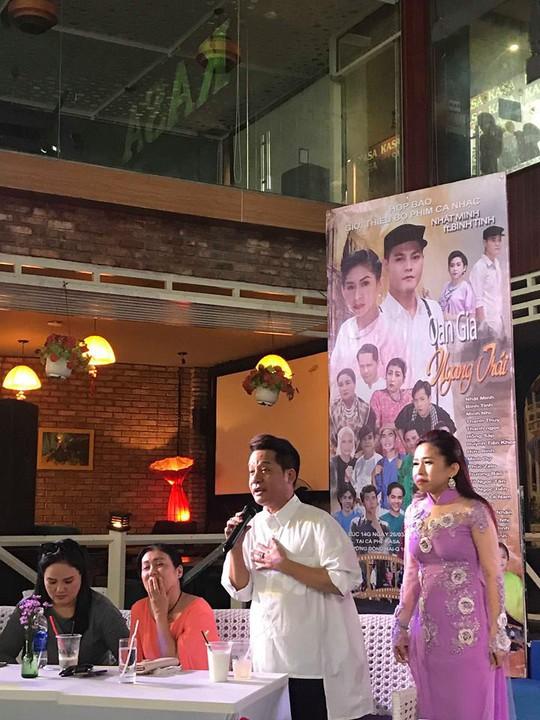 NS Binh Tinh bat ngo cong bo chong sau 12 nam chung song