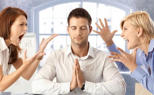 5 việc cần làm khi sếp thường xuyên bốc hỏa với bạn - Ảnh 1.
