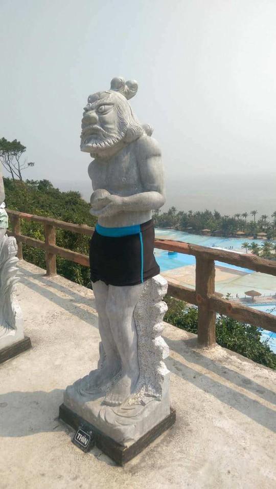Bật cười với cảnh tượng 12 con giáp ở Đồ Sơn mặc đồ bơi - Ảnh 3.