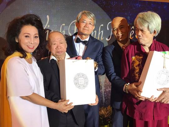 Nghệ sĩ thế hệ vàng ăn chay tưởng nhớ hai soạn giả Hà Triều, Hoa Phượng - Ảnh 5.