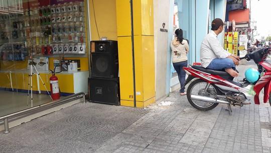 Điên đầu với karaoke trong khu dân cư - Ảnh 1.
