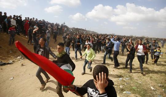 Ngày đẫm máu ở Gaza, Israel không ngần ngại bắn đạn thật - Ảnh 1.