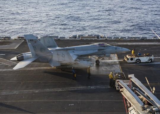 Cán bộ Việt Nam đã ra thăm tàu sân bay Mỹ từ năm 2009 - Ảnh 2.