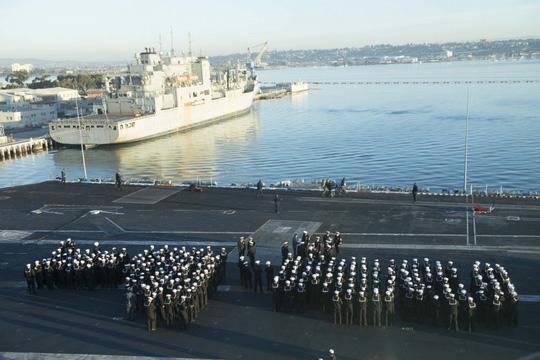 Cán bộ Việt Nam đã ra thăm tàu sân bay Mỹ từ năm 2009 - Ảnh 3.