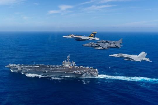 Cán bộ Việt Nam đã ra thăm tàu sân bay Mỹ từ năm 2009 - Ảnh 1.