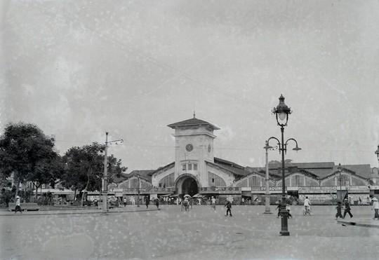 Chợ Bến Thành hơn 90 năm trước, khi xe máy chưa xuất hiện - Ảnh 1.