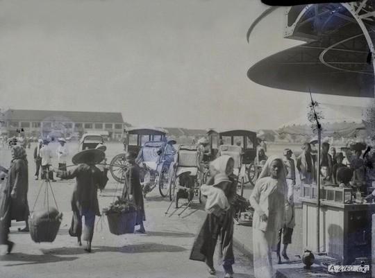 Chợ Bến Thành hơn 90 năm trước, khi xe máy chưa xuất hiện - Ảnh 2.