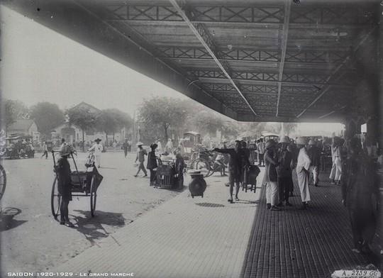 Chợ Bến Thành hơn 90 năm trước, khi xe máy chưa xuất hiện - Ảnh 3.