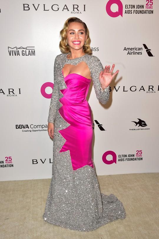 Dàn người đẹp khoe vòng một tại tiệc hậu Oscar - Ảnh 19.
