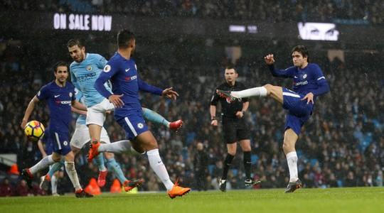 Chelsea chơi tệ, Conte quay sang mắng Neville, Redknapp - Ảnh 2.
