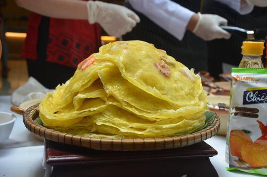Đầu bếp trên tàu sân bay Mỹ học làm mì Quảng, bánh xèo - Ảnh 7.