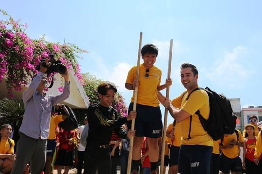 Thủy thủ tàu sân bay Mỹ giao lưu cảm động với làng trẻ em SOS Đà Nẵng - Ảnh 9.