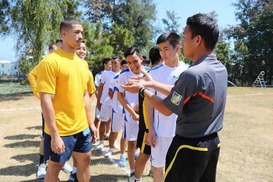 Thủy thủ tàu sân bay Mỹ giao lưu cảm động với làng trẻ em SOS Đà Nẵng - Ảnh 10.