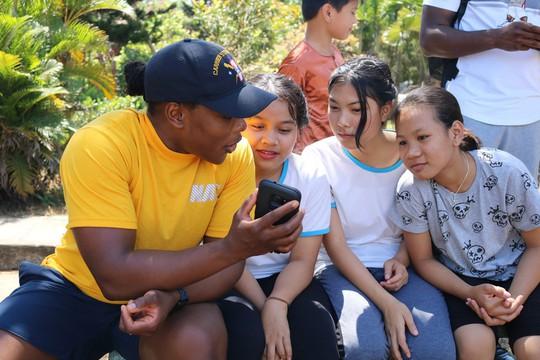 Thủy thủ tàu sân bay Mỹ giao lưu cảm động với làng trẻ em SOS Đà Nẵng - Ảnh 16.