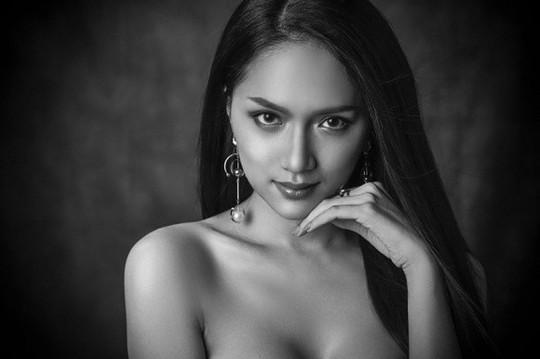 Hoa hậu chuyển giới Quốc tế 2018: 5 đối thủ đáng gờm của Hương Giang Idol - Ảnh 2.