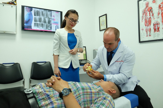 Tại ACC, tỉ lệ nữ điều trị thần kinh cột sống cao hơn nam - Ảnh 4.