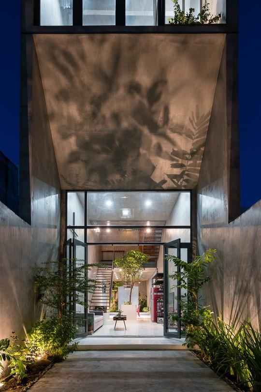 Ngôi nhà ống ở TP HCM lên tạp chí kiến trúc của Mỹ - Ảnh 2.