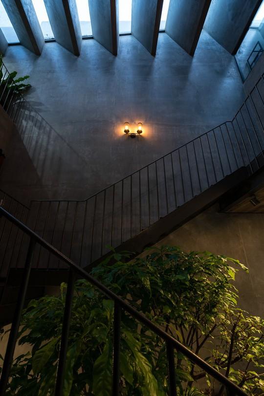 Ngôi nhà ống ở TP HCM lên tạp chí kiến trúc của Mỹ - Ảnh 13.