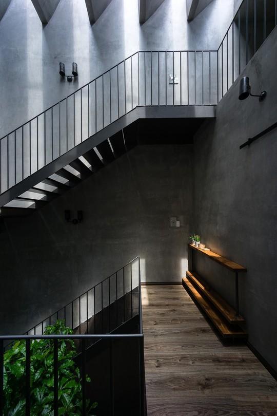 Ngôi nhà ống ở TP HCM lên tạp chí kiến trúc của Mỹ - Ảnh 16.