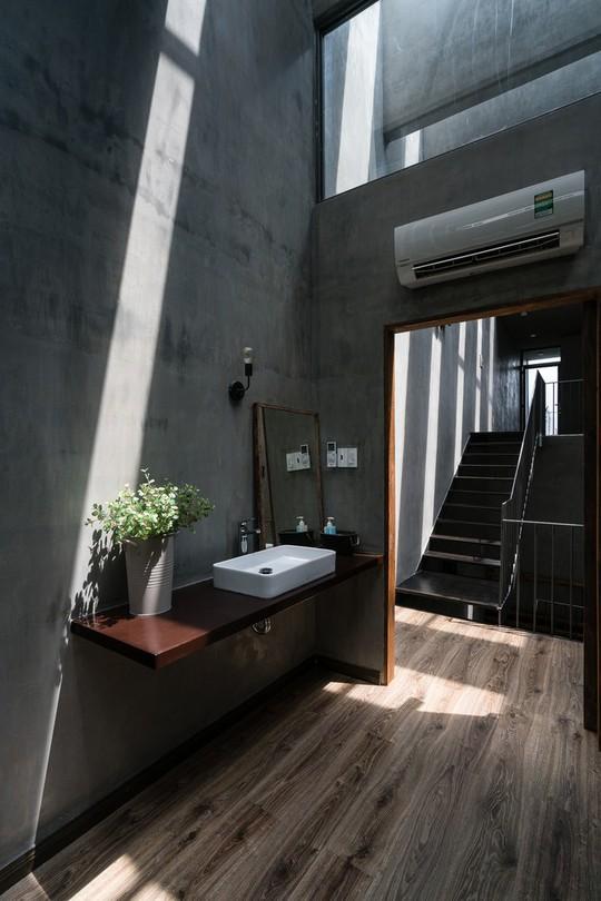 Ngôi nhà ống ở TP HCM lên tạp chí kiến trúc của Mỹ - Ảnh 21.